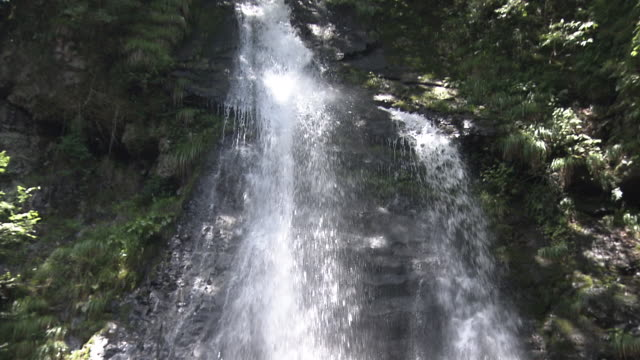 ryuzugataki falls - falling water stock videos & royalty-free footage