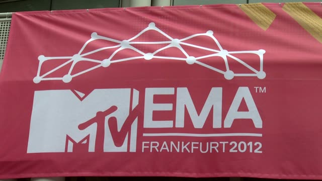 ema's 2012 red carpet arrivals at festhalle frankfurt on november 11 2012 in frankfurt am main federal republic of germany - 2012 stock videos & royalty-free footage