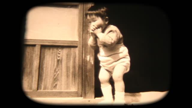 vídeos de stock, filmes e b-roll de filmagens de 8mm 60 - dançando engraçado - memorial