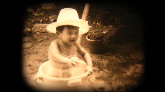 vidéos et rushes de séquences de 8 mm des années 60 - jardin pataugeoire - pataugeoire