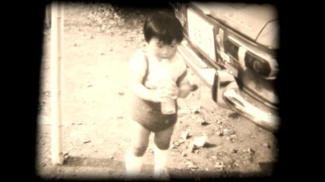 60 年代 8 mm の動画-young boy 飲料、ストロー