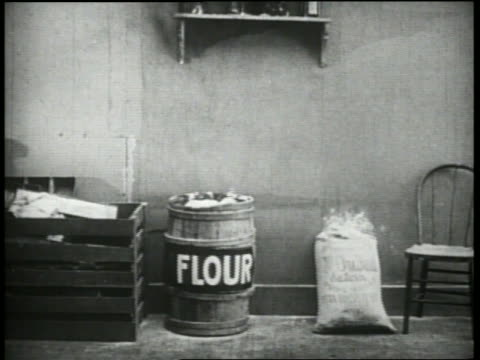 stockvideo's en b-roll-footage met b/w 1920's cigar is thrown into barrel of flour + explodes - kleine groep dingen