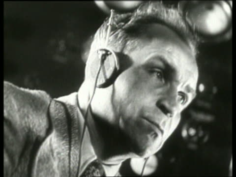 b/w 1930's close up of man wearing headphones / no sound - nur männer über 30 stock-videos und b-roll-filmmaterial