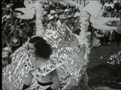 b/w 1940's close up tracking shot of miss atlantic city on float in parade / atlantic city boardwalk - spielkandidat stock-videos und b-roll-filmmaterial
