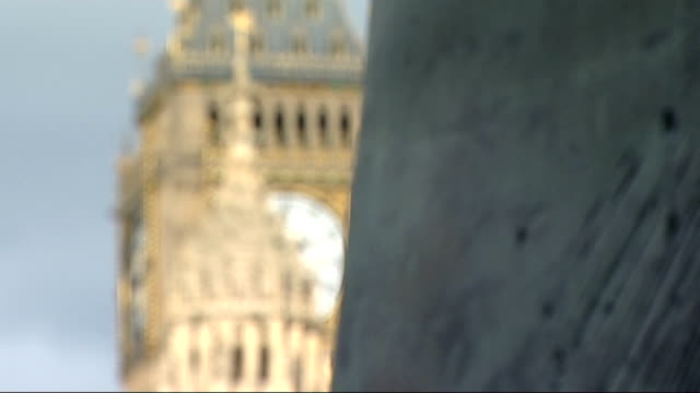 mp's consider charging movie makers to use big ben reporter to camera big ben clock tower pull houses of parliament robert halfon mp interview sot... - parlamentsmitglied stock-videos und b-roll-filmmaterial