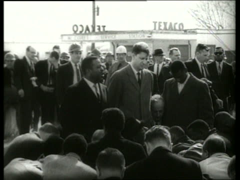 s crowd kneeling in prayer in civil rights march / selma, alabama / sound - kneeling stock videos & royalty-free footage