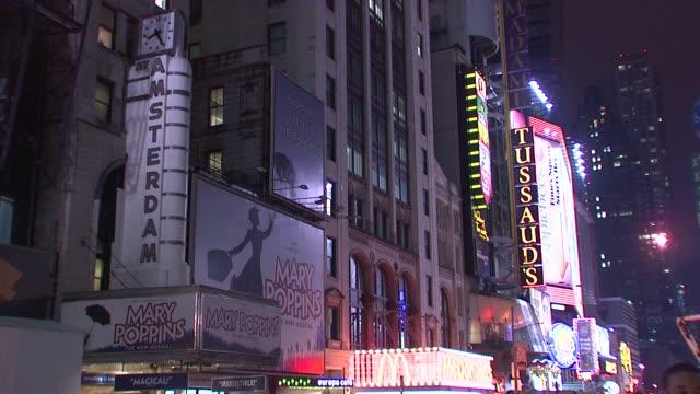 vídeos y material grabado en eventos de stock de s earth hour 2009 mary poppins marquee at the wwf's earth hour 2009 at new york ny. - cartel de teatro