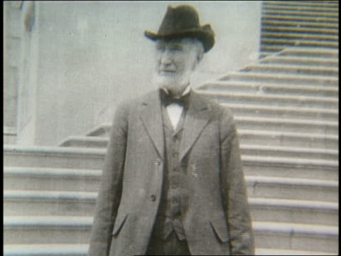 stockvideo's en b-roll-footage met b/w 1900's elderly man taking off hat joseph g cannon / il speaker of the house - alleen één seniore man