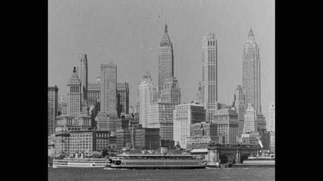 vídeos de stock e filmes b-roll de 1930's - ws ferry moving past the battery and skyscrapers of lower manhattan, new york city, ny, usa - 1930
