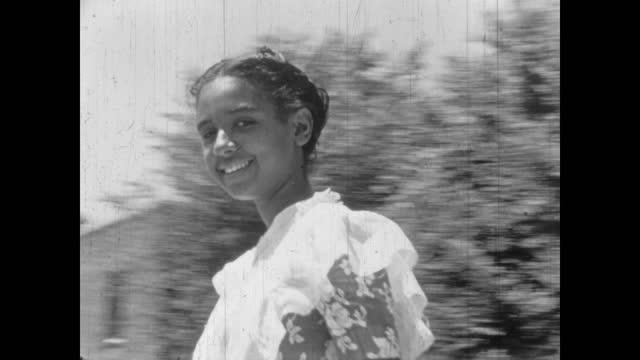 1940's - girl, women walking across the street, greenwood, tulsa, oklahoma, usa - アメリカ黒人の歴史点の映像素材/bロール