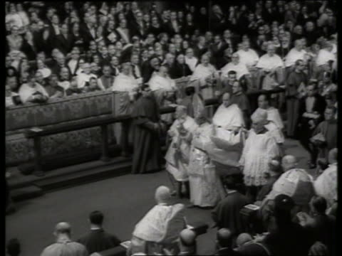s high angle of pope paul vi walking thru crowded st peter's basilica / rome - pope stock videos & royalty-free footage
