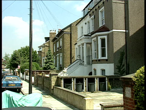 1980's housing pcr762 poll england london / surrey kingstonuponthames ext terraced houses street of houses sign 'richmond'/ street of terraced houses... - richmond upon thames stock-videos und b-roll-filmmaterial