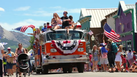 stockvideo's en b-roll-footage met usa's independence day parade - optocht