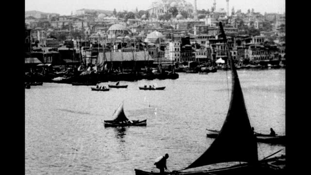vidéos et rushes de 1930's istanbul skyline sultanahmet district from the golden horn dhows sailing by rüstem pasha and süleymaniye mosques visable / karakoy district... - istanbul