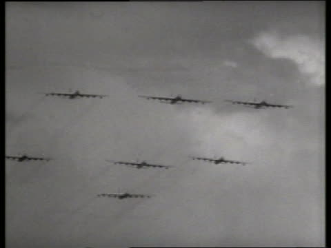 stockvideo's en b-roll-footage met b/w 1950's low angle of military bombers flying in formation / lowry air force base, denver / sound - middelgrote groep dingen