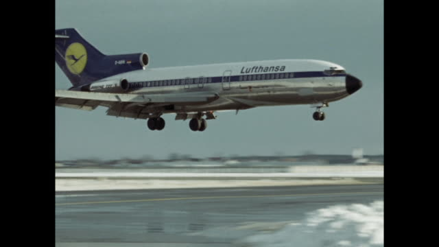 s lufthansa plane landing at the old munich airport - 西ドイツ点の映像素材/bロール