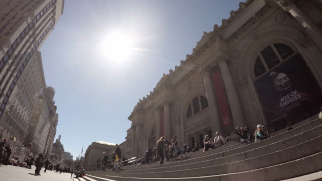vídeos y material grabado en eventos de stock de nyc's metropolitan museum of art - establishing shot - spring 2017 - 4k - met