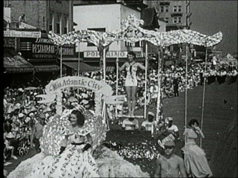 b/w 1940's miss atlantic city and women on float in parade on atlantic city boardwalk - spielkandidat stock-videos und b-roll-filmmaterial