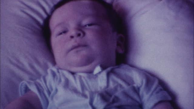 vídeos y material grabado en eventos de stock de 70 madre con bebé recién nacido - vídeo casero