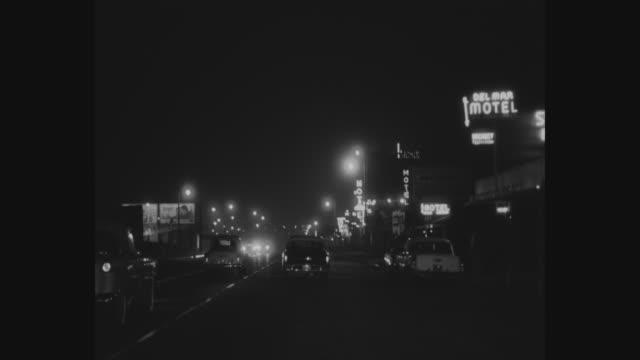 vídeos de stock, filmes e b-roll de 1950's nighttime los angeles car pov - bulevar