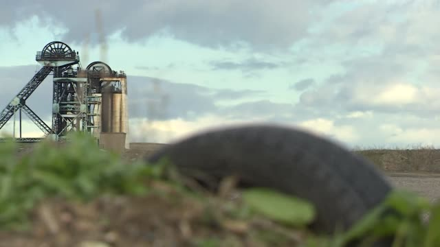gv's of closed coal mine hatfield main colliery in stainforth doncaster - mining stock videos & royalty-free footage