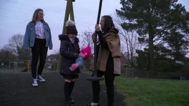 uk's only school for autistic girls uk's only school for autistic girls benedicte symcox interview sot oxted ext kesia symcox interview sot sarah... - 自閉症点の映像素材/bロール