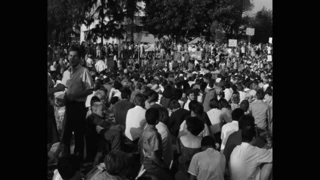 1960's panning shot of protestors protesting in public park, los angeles, ca, usa - talking politics stock videos & royalty-free footage