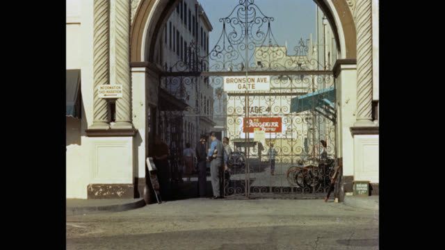 1950's people at entrance gate of paramount pictures studios, los angeles, california, usa - paramount studios stock videos & royalty-free footage