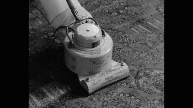 1910's recreation - medium shot of vacuum cleaner cleaning floor - vacuum cleaner stock videos & royalty-free footage