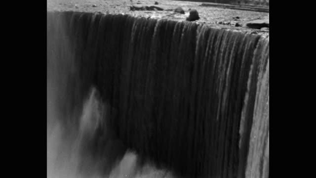 vidéos et rushes de 1950's scenic view of niagara falls, north america - chute d'eau