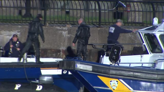 NYPD's Scuba Team searches the Hudson River for evidence during the daytime in the case of cop killer suspect Tyrone Howard on October 23 2015 in New...
