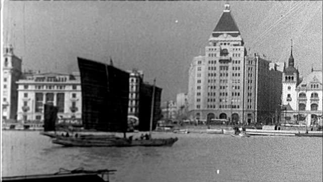 1930's shanghai, the bund - dschunke stock-videos und b-roll-filmmaterial