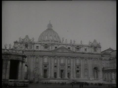 b/w 1960's st peter's basilica in rome - bianco e nero video stock e b–roll
