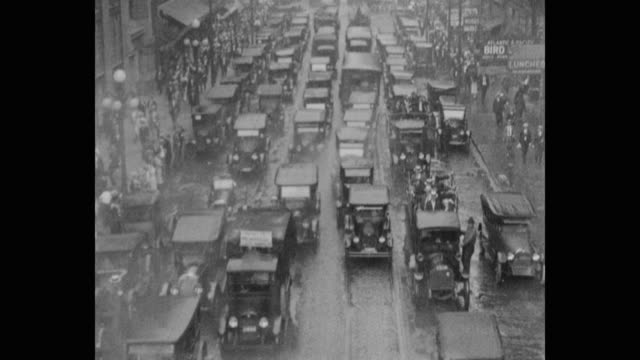 stockvideo's en b-roll-footage met 1920's - tilt up shot of busy traffic on street in city during rain, chicago, il, usa - 1920