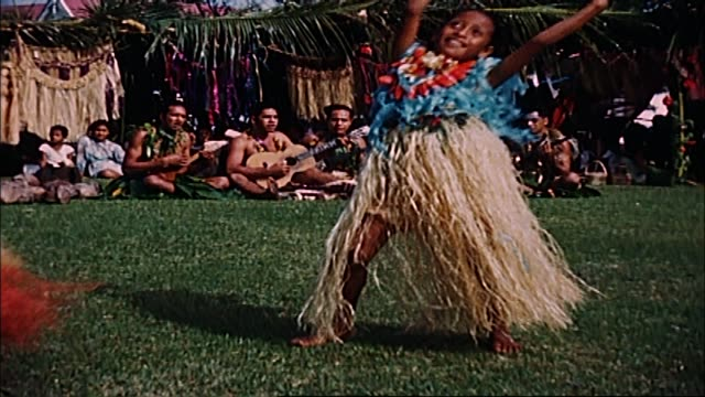 stockvideo's en b-roll-footage met 1960's tonga home movie - stille zuidzee