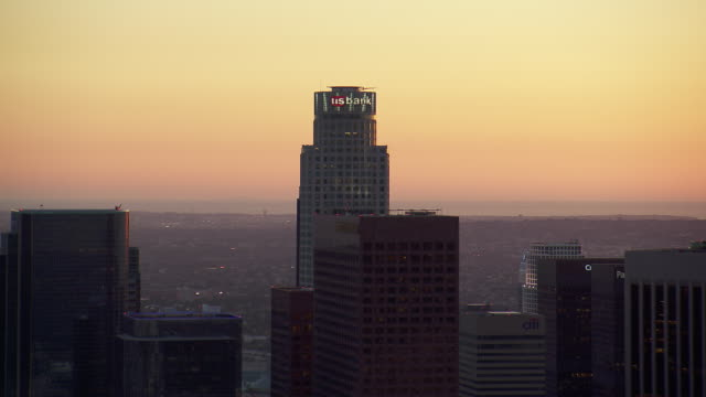 la's us bank tower viewed at twilight - us bank tower stock videos & royalty-free footage