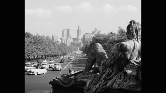 vidéos et rushes de 1950's - vehicles driving on benjamin franklin parkway with statue in foreground, philadelphia, pennsylvania, usa - 1950
