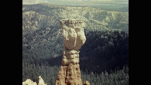 1950's view of agua canyon in bryce canyon national park, utah, usa - agua点の映像素材/bロール