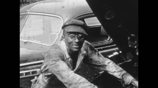 1940's - wax and brewer's station and garage, greenwood, tulsa, oklahoma, usa - アメリカ黒人の歴史点の映像素材/bロール