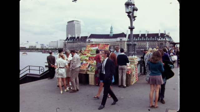 vídeos de stock, filmes e b-roll de 1960's - westminster bridge, london - 1960