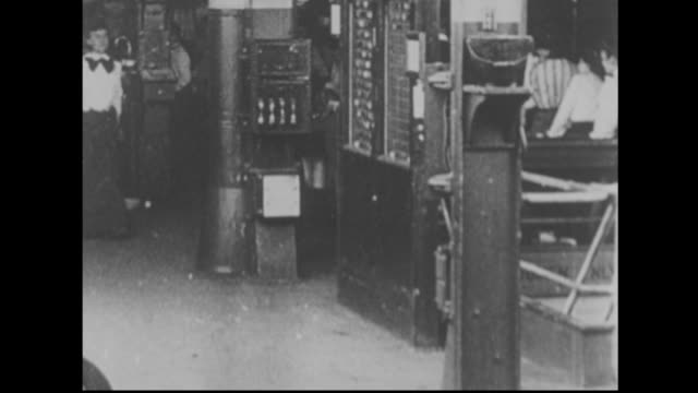 stockvideo's en b-roll-footage met 1900's women factory workers - 19e eeuwse stijl