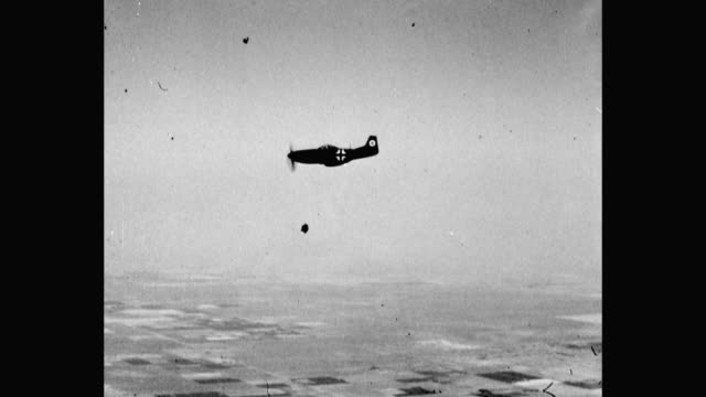 vidéos et rushes de 1940's - wwii german fighter plane flying, diving - wehrmacht