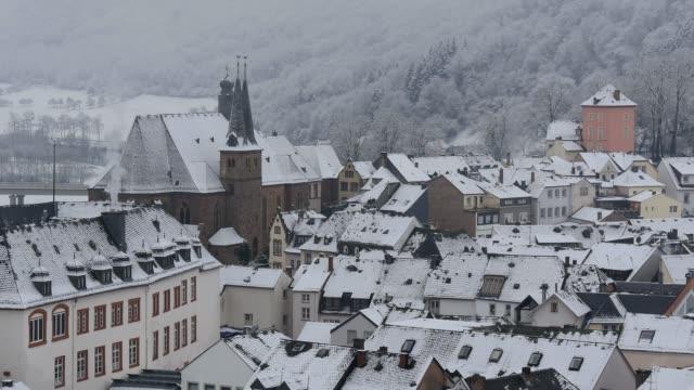 saarburg, old town in winter, saar valley, rhineland-palatinate, germany, europe - saarburg stock-videos und b-roll-filmmaterial