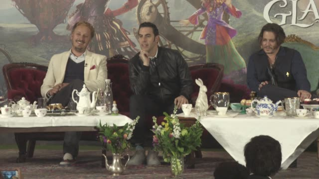 vídeos de stock, filmes e b-roll de interview sacha baron cohen james bobin on his character 'time' and his accent at alice through the looking glass press conference on may 08 2016 in... - sacha baron cohen