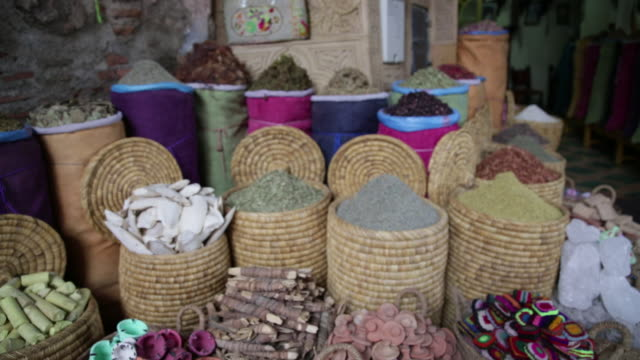 sacks filled with herbs and spices - gewürz stock-videos und b-roll-filmmaterial