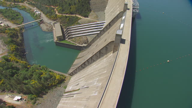 WS AERIAL POV Sacramento River and Shasta Dam at California