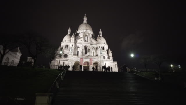 sacré-cœur, paris in winter. - basilique du sacre coeur montmartre stock videos & royalty-free footage