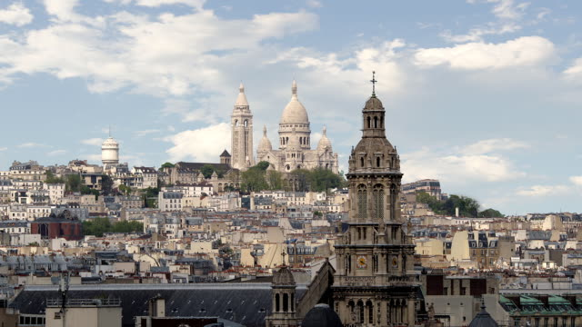 t/l ws sacre coeur basilica and montmartre / paris, france - basilique du sacre coeur montmartre stock videos & royalty-free footage