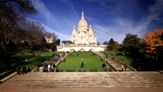 sacre coeur basilica in montmartre, paris, france. - basilique du sacre coeur montmartre stock videos and b-roll footage