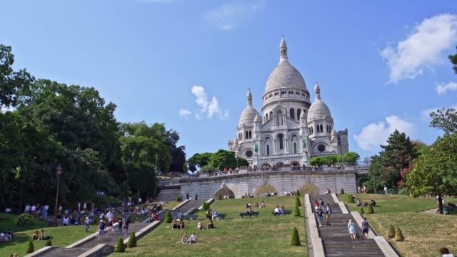 sacre coeur basilica, montmartre paris - basilique du sacre coeur montmartre stock videos and b-roll footage